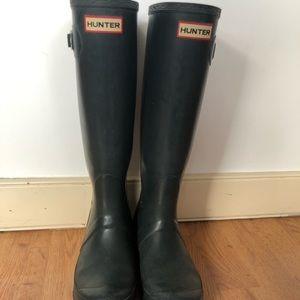 Hunter boots green tall size 5